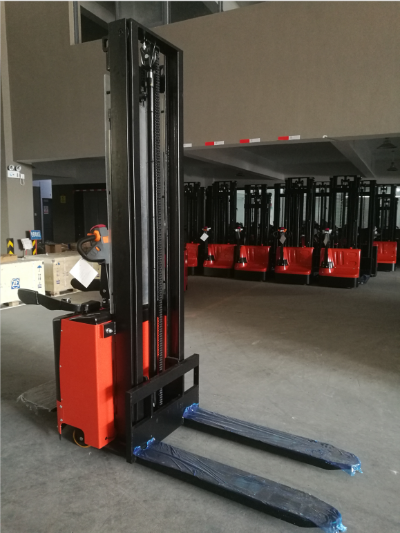7SMITH-Electric-stacker-with-stand-1500kg-260cm